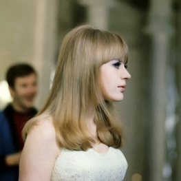 Marianne performing Hier ou Demain in Anna 1967